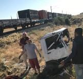 MALATYA ADLI TıP KURUMU - Yük Treni İle Kamyonet Çarpıştı Açıklaması 1 Ölü, 1 Yaralı