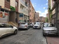 SOYGUN - Beyoğlu'nda Güpegündüz Silahlı Market Soygunu Kamerada