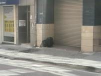 EMNIYET ŞERIDI - İzmit'in Göbeğine Bırakılan Şüpheli Çanta Fünye İle Patlatıldı