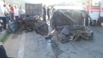 Kazada Otomobil İkiye Bölündü Açıklaması 4 Yaralı