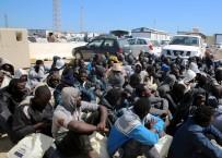 MÜLTECİ KAMPI - Mültecilere 'Su Noktası' Açtırmak Yerine Ceza Ödemeyi Tercih Etti