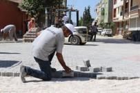 YOĞUN MESAİ - Yunusemre'de Kilit Parke Taşı Çalışmaları Sürüyor