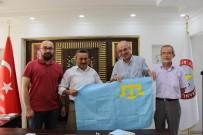MAZLUM - Başkan Tutal'a Kırım Bayrağı Hediye Edildi