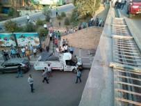 FIRAT NEHRİ - Birecik'te Kamyonet Köprüden Düştü Açıklaması 3 Yaralı