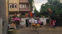 Çatıda Mahsur Kalan Yaşlı Kadının İmdadına Sağlık Ekipleri Yetişti