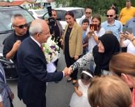 CHP Lideri,Bir Seçmenin Manileriyle Karşılandı