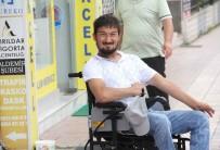AKÜLÜ SANDALYE - Eskiyen Akülü Sandalyesi Yenilenen Engelli Vatandaşın Mutluluğu Gözlerinden Okundu