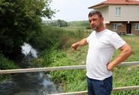 HASAN ÖZTÜRK - Fabrika Atıklarının Kirlettiği Dere Simsiyah Akıyor