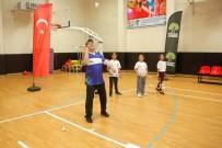 RıDVAN FADıLOĞLU - Fadıloğlu, Gençlerle Badminton Oynadı