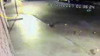 İSTANBUL EMNİYETİ - İstanbul'da Çevik Kuvvet Aracına Saldırı Kamerada