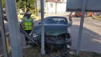 KIRMIZI IŞIK - Kelkit'te Trafik Kazası Açıklaması 3 Yaralı