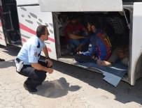 KAÇAK GÖÇMEN - Otobüsten 119 göçmen çıktı