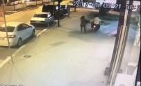 Sakarya'daki Motosikletli Gasp Güvenlik Kameralarına Yansıdı