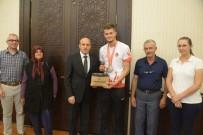 MILLI ATLET - Vali Çiftçi, Olimpiyat Şampiyonu Süzen'e Başarılarının Devamını Diledi