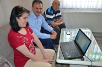 SOSYAL BELEDİYECİLİK - Yılmaz'dan Engelli Öğrenciye Laptop