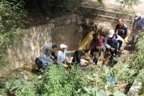 SONBAHAR - Başkale'de Tıkanan Yağmur Suyu Kanalları Temizlendi
