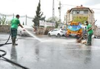 BEYOĞLU BELEDIYESI - Beyoğlu'nda Cadde Ve Sokaklar Sabunlu Su İle Yıkanıyor