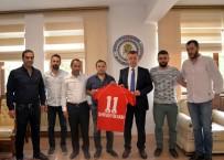 Bilecikspor'dan Vali Büyükakın'a 11 Numaralı Bilecikspor Forması