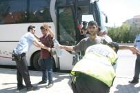 KAÇAK GÖÇMEN - Kaçak Göçmen Taşıyan Otobüs Şoförü Tutuklandı