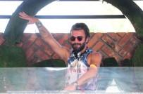 KEMAL DOĞULU - Kemal Doğulu, DJ kabininden ayrılamıyor