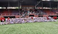 FUTBOL OKULU - Yaz Futbol Okuluna Gelen 240 Genç Yeteneğe Sertifikalarını Başkan Uysal Verdi