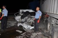 Yozgat'ta Otomobil Tıra Çarptı Açıklaması 2 Ölü