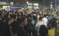 ADNAN MENDERES - Fenerbahçe, İzmir'de Coşkuyla Karşılandı