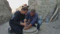 SANAT TARIHI - Hoşap Kalesi'nde 300 Yıllık El Değirmeni Gün Yüzüne Çıkartıldı
