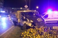 MURAT KOCA - Kırmızı Işıkta Duramayan Kamyonet 2 Otomobile Çarptı Açıklaması 1 Yaralı