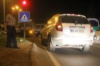 MURAT KOCA - Kırmızı Işıkta Duramayan Kamyonet, İki Otomobile Çarptı