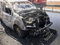 JANDARMA KARAKOLU - Motor Bölümünde Çıkan Yangın Aracı Küle Çevirdi