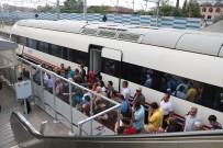 TREN SEFERLERİ - Tren Seferleri Durmuştu Açıklaması Yolcular Otobüslerle Taşınıyor