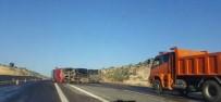 MAZOT TANKERİ - Devrilen Yakıt Tankerinden Tonlarca Mazot Yola Aktı