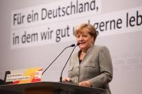 ÖZGÜRLÜK - Merkel Seçim Çalışmalarına Başladı