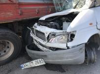 Minibüs, Emniyet Şeridindeki Kamyona Ok Gibi Saplandı Açıklaması 4 Yaralı