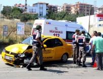 KUMBAĞ - Tekirdağ'da Kamyon İle Ticari Taksi Çarpıştı Açıklaması 2 Yaralı