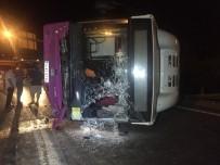 HALK OTOBÜSÜ - Virajı Alamayan Otobüsü Yola Savruldu