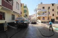 40 Derece Sıcaklıkta Sokaklarda Basınçlı Su Serinliği