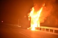 Adana'da Seyir Halindeki Mobil Araç Alev Alev Yandı
