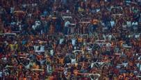 PROTESTO - Galatasaraylılar Takımlarını Yalnız Bırakmadı