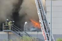 ALIŞVERİŞ MERKEZİ - İzmir Alışveriş Merkezi'nin deposunda yangın