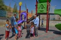 İLKÖĞRETİM OKULU - Hakkari'de İki Okulun Bahçesine Çocuk Parkı Kuruldu