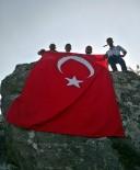JANDARMA ASTSUBAY - Kastamonulu Gençler, Şehit Eren Bülbül'ü Zirveye Bayrak Dikerek Andı