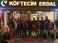 'Köftecim Erdal' Turnuvada Kendilerini Destekleyen Taraftara Yemek Verdi