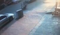 ERDEMIR - Motosiklet Otomobile Çarptı Açıklaması Feci Kaza Kamerada