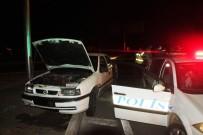 Otomobil Kaldırıma Çarptı Açıklaması 2 Yaralı