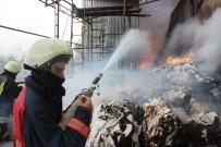 İTFAİYE ARACI - Palet Yakıtı Üreten Fabrikada Korkutan Yangın