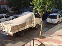 AKMESCIT - Park Halindeki 3 Araca Çarpıp Kaçtı