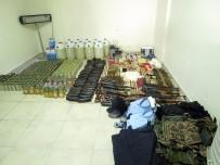 KORSAN GÖSTERİ - Polis Kıyafetli 12 Teröristin 15 Ağustos Katliamı Son Anda Önlendi