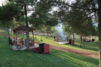 YÜZME HAVUZU - Sıcaktan Bunalan Vatandaşlar Hafta Sonu Parklara Akın Etti